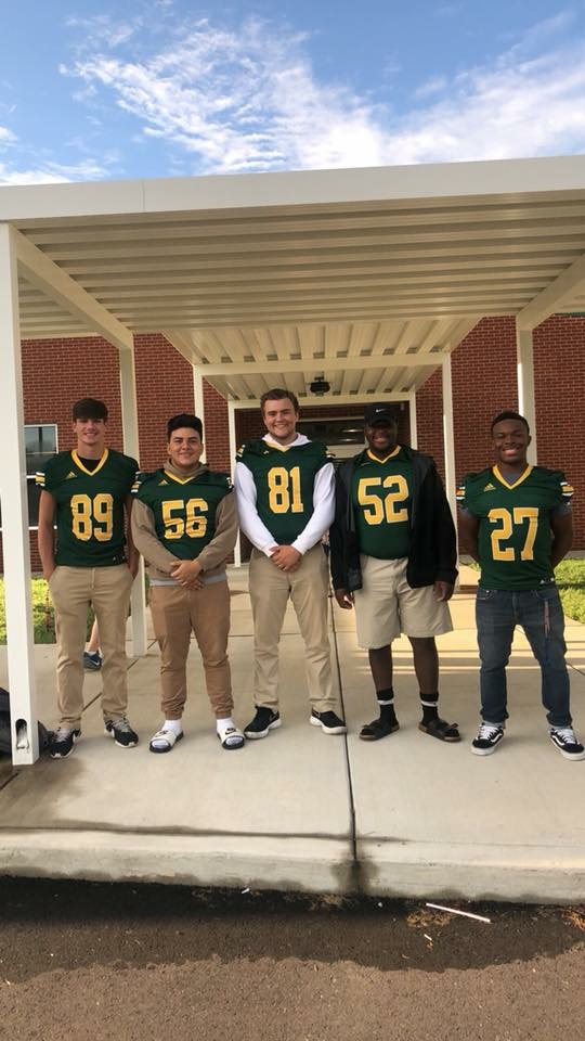 Thank you GHS Football players for welcoming our Gators to school!